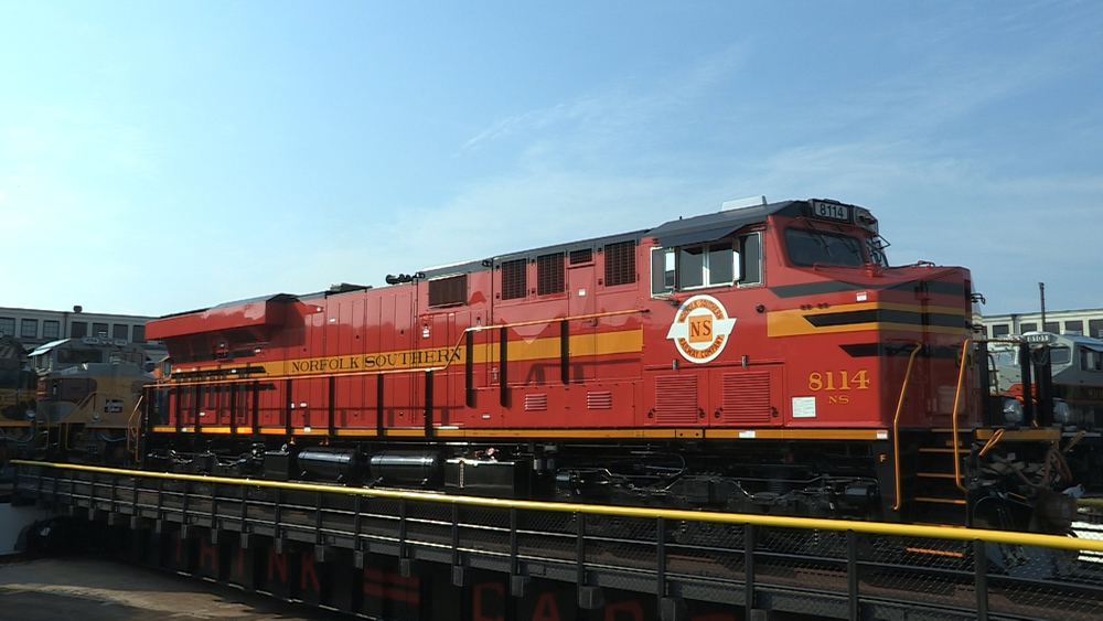 03 - Norfolk Southern Red Turntable.jpg