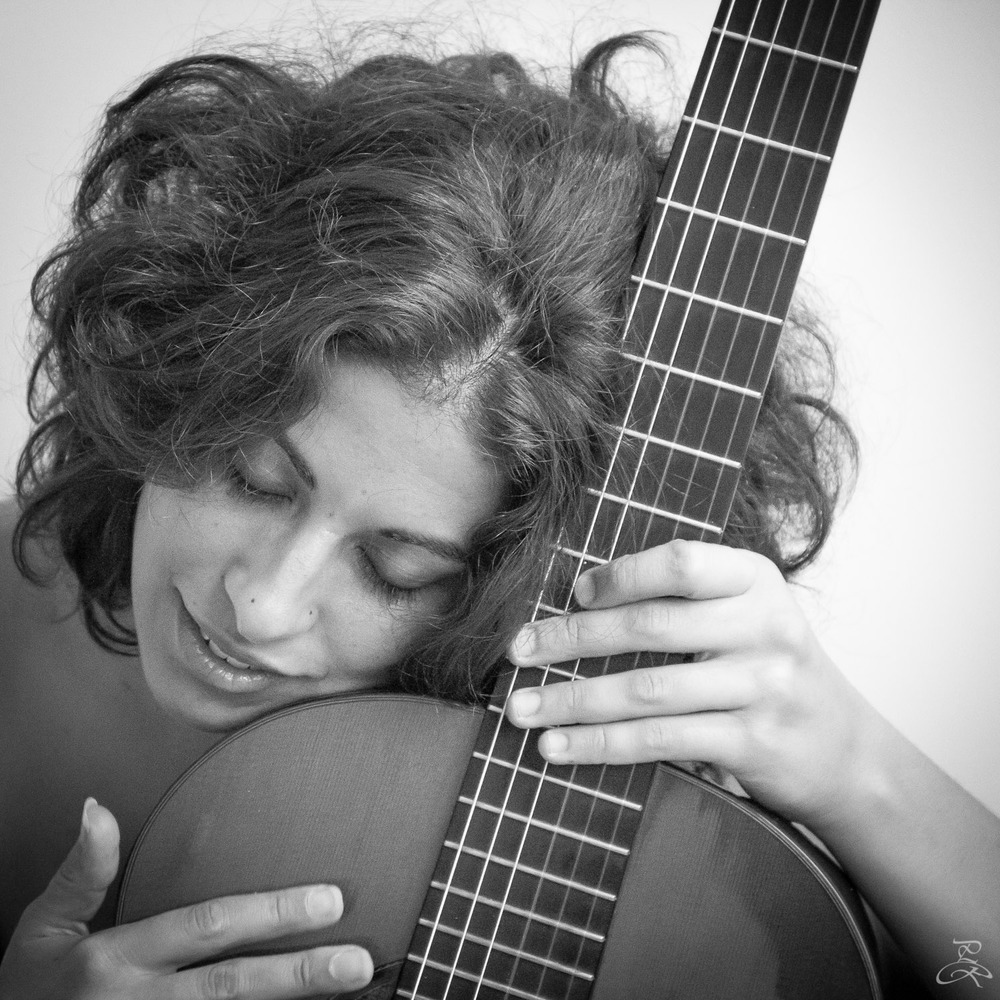 Gaëlle Solal - classical guitar player