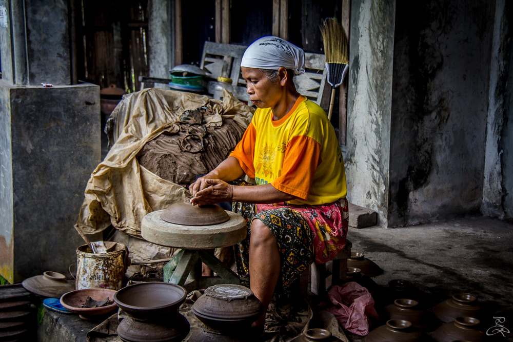 Pottery making in Nglipoh, Java