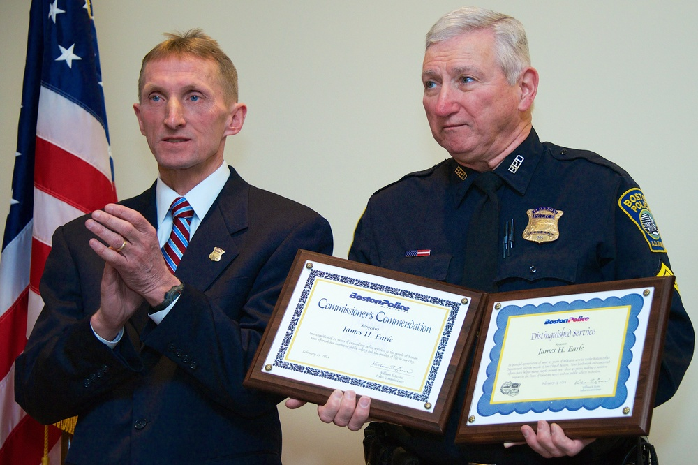 Commissioner Evans presenting Sgt. Jimmy Earle with a Distinguished Service Award