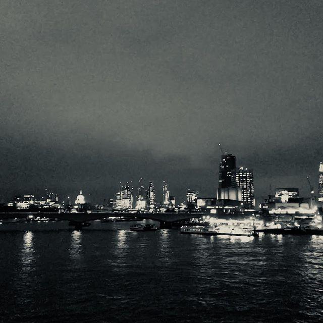 Enjoying London nightlife with my love #iphoneography #londonlife #nightlife #southbank #londonatnight