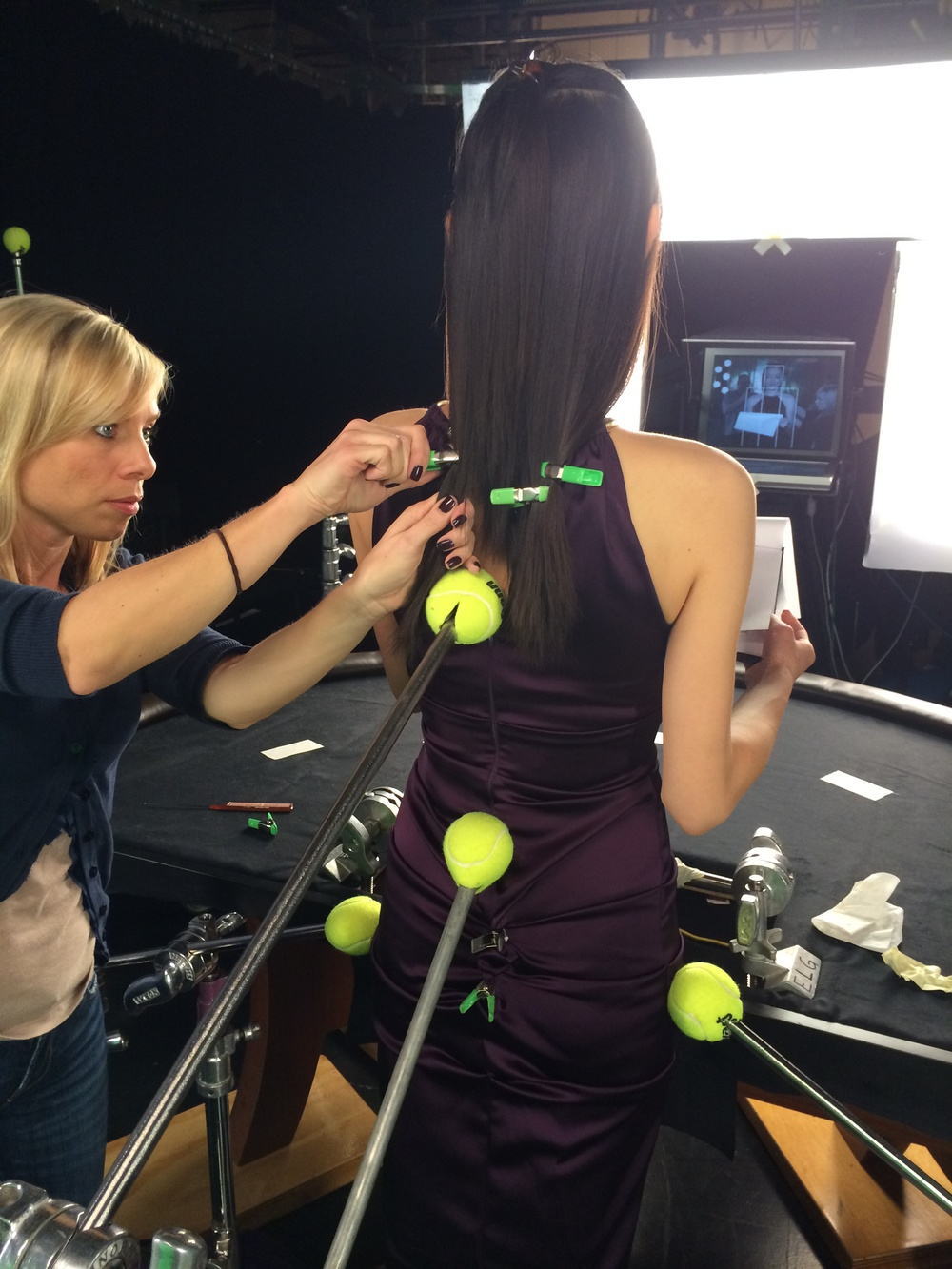 Clips, hairspray and tennis balls... ACTION!