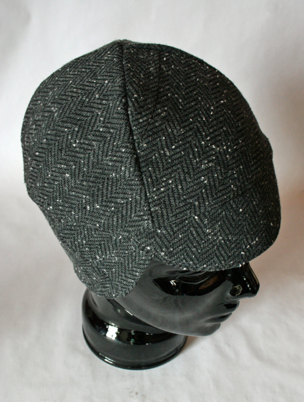 This tweed cap's brim has a red underside. I really wanted to gift this cap to myself.