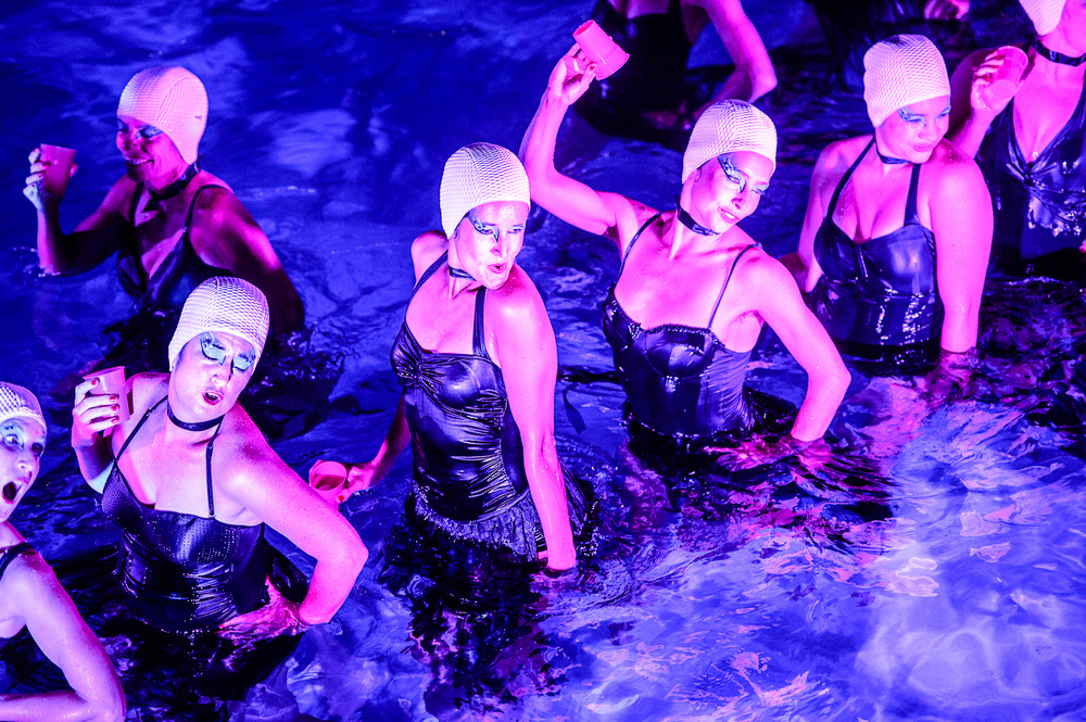 Wet Hot Beauties_016_photo_©2013 Steve Dykes.jpg