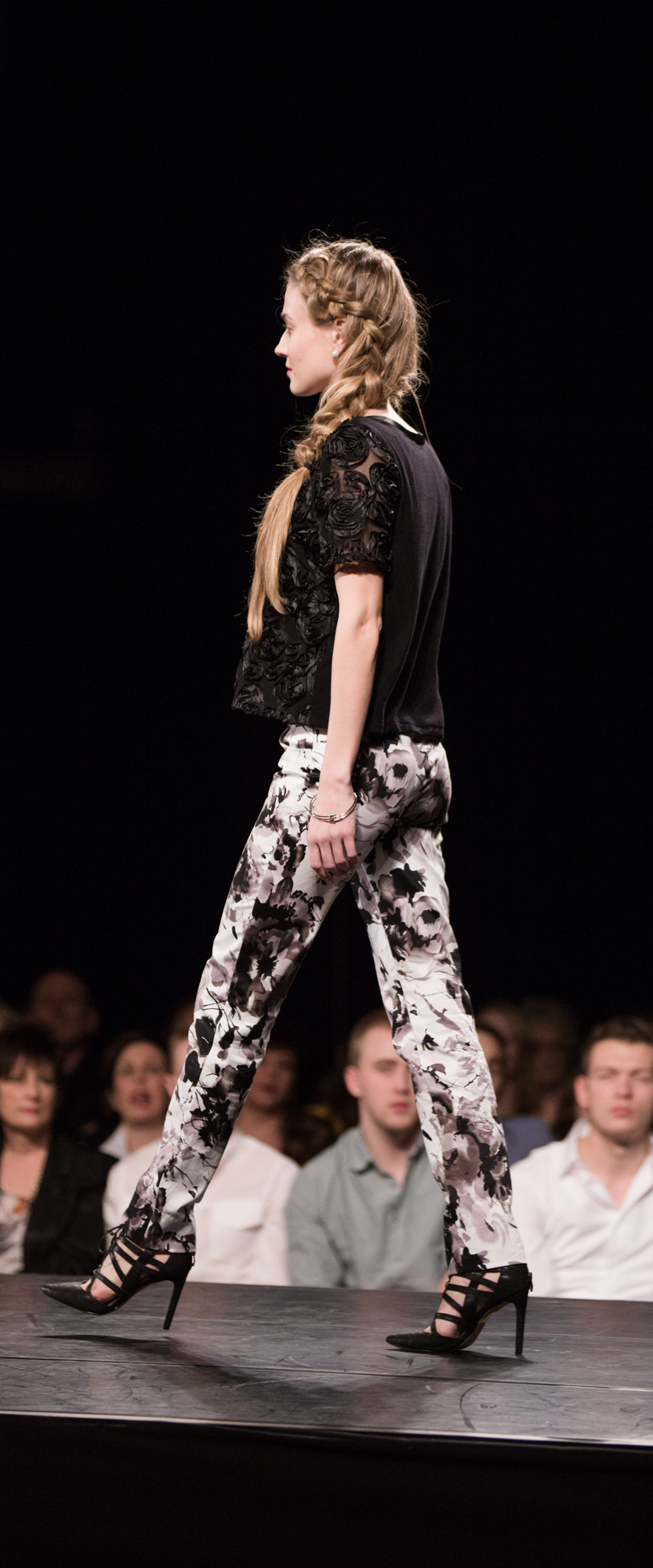 Saskfashionweek_may10-432.jpg