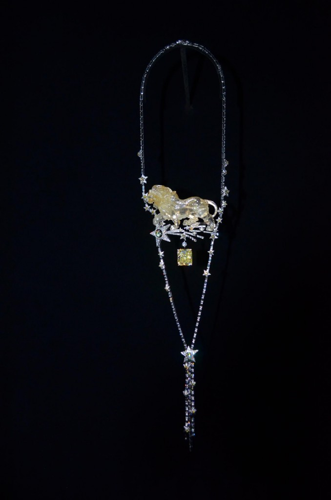 Chanel-1932-leo-necklace-with-yellow-diamond-678x1024.jpg