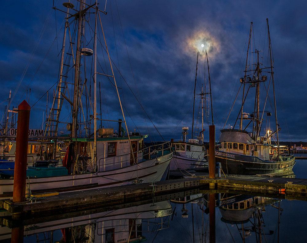 Alex_Morley_Newport_Harbor_Moon.jpg