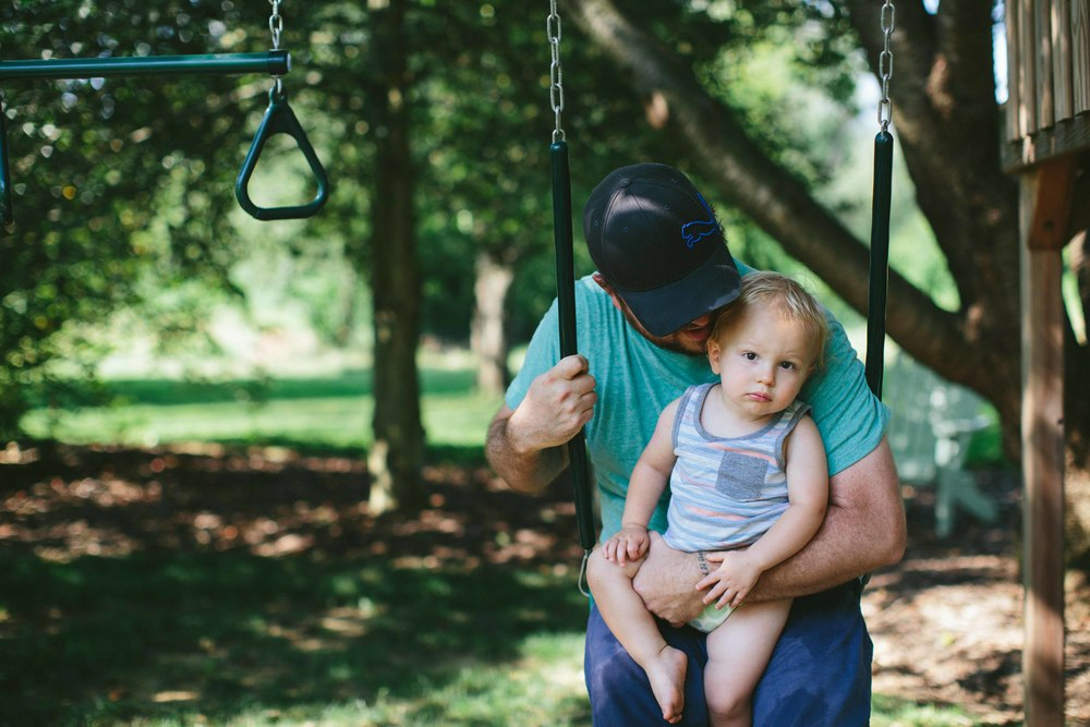 father_son_swinging_kellylappphotography