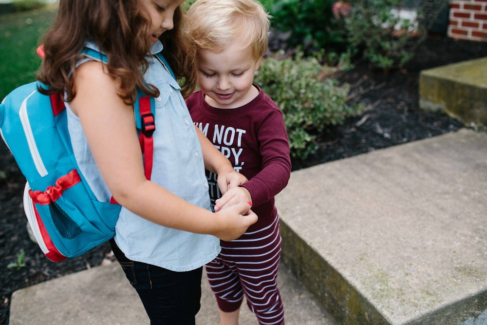 KellyLappPhotography_documentaryfamilyphotography_firstdayofschool_22.JPG