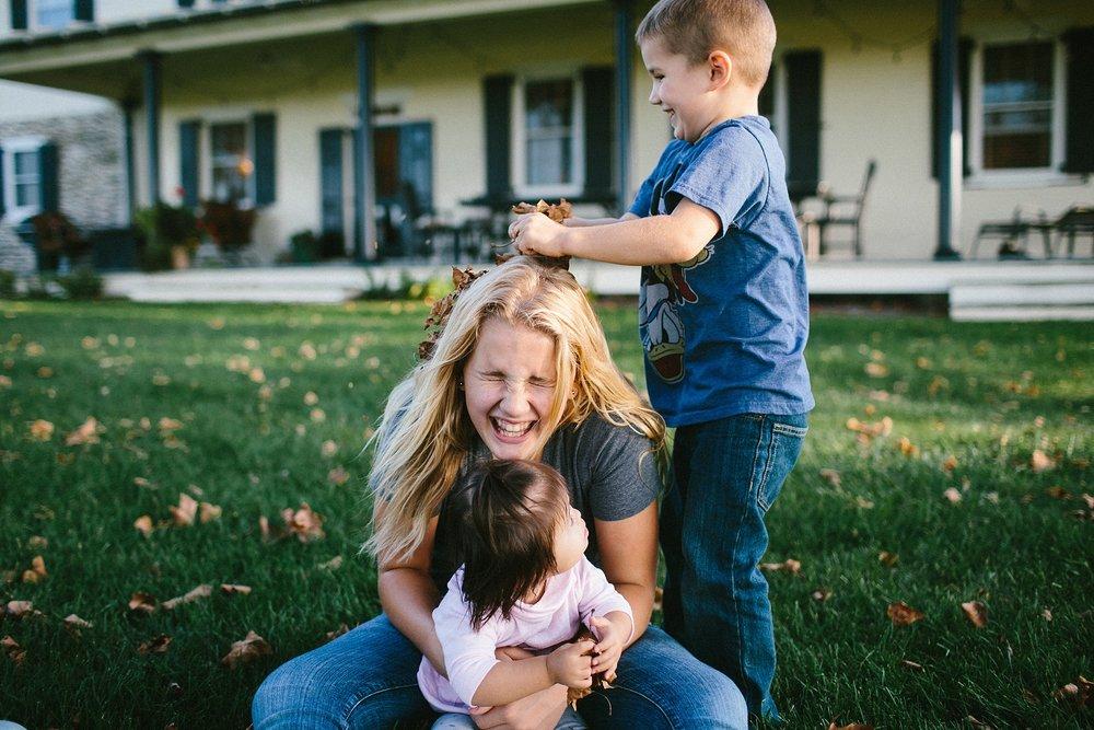 KellyLappPhotography_familyphotojournalism_inhomesession_Lancasterfamilyphotographer_Hostetter_11.JPG