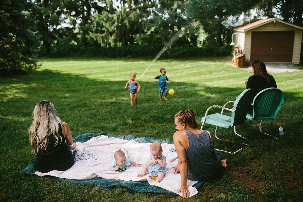 KellyLappPhotography_familyphotojournalism_momplaydate_lancasterfamilyphotographer_13.JPG