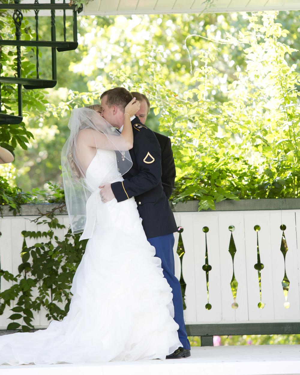 kelly the kiss.jpg