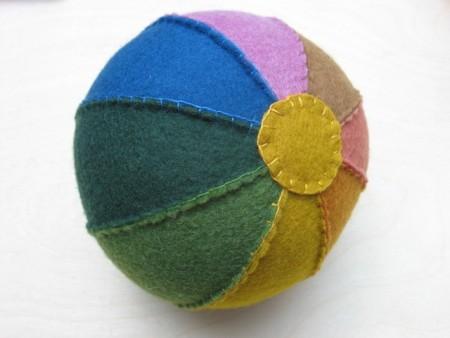Rainbow felt ball toy tutorial