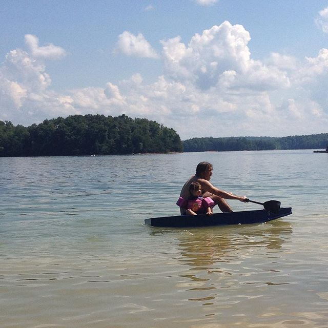 @startzman and Margot in the Micro Mouse. #paddling #diyboat #messingaboutinboats #micromouse #gavinatkinson #laurellake