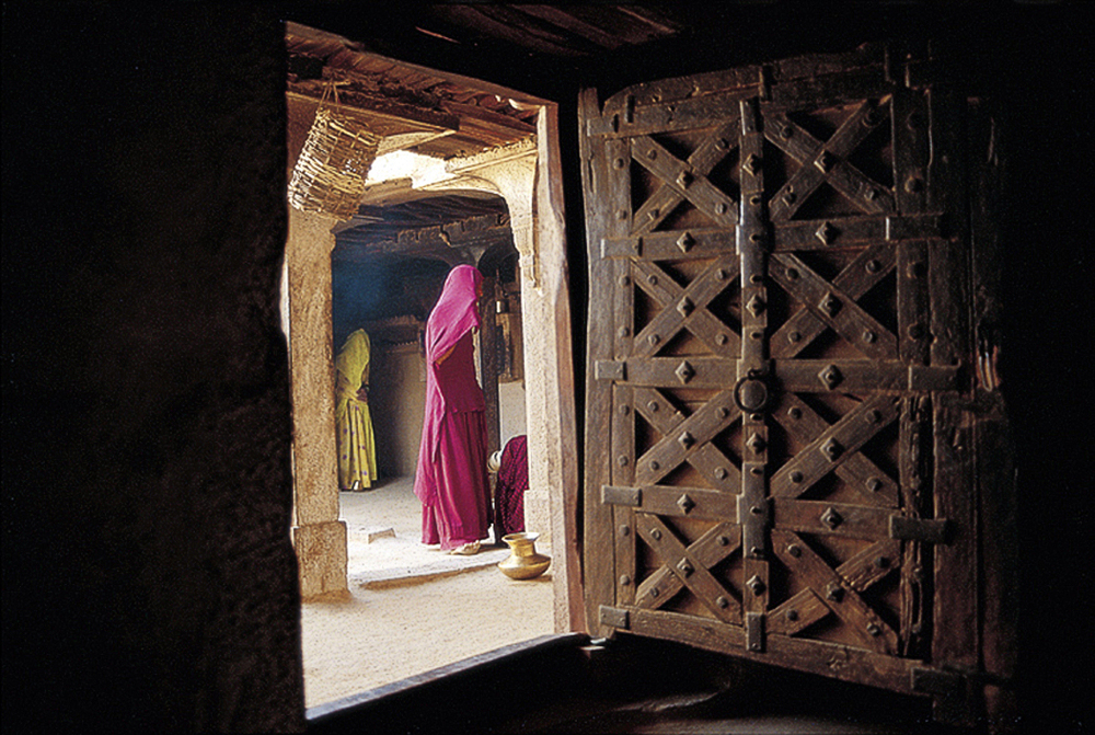 29 Women in Jaisalmer.jpg