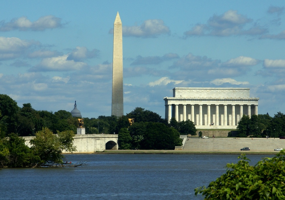 National_Mall_from_across_the_Potomac.jpg
