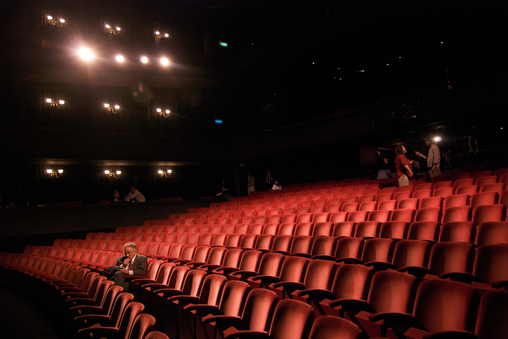 Richard_in_an_empty_theater.jpg