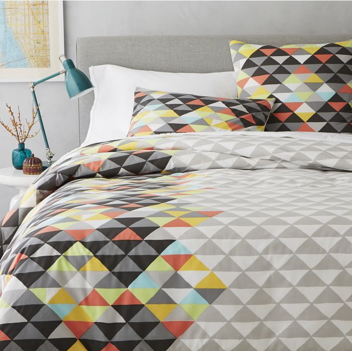 WE- Optical Triangles Duvet.png