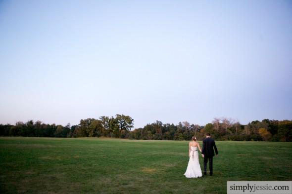 Bride&Groom in field