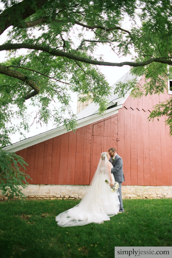 Red Barn Americana wedding photography