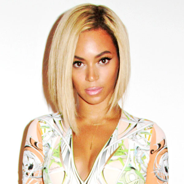 The Queen Bey had all of us buzzing when she chopped off her long beautiful blonde hair for a different look in August. The bronzed beauty never looked so gorgeous. (Photo credit:   eonline.com )