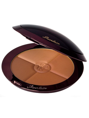The Guerlain Terracotta 4 Seasons has a satin finish that doesn't settle into fine lines or creases. With the four bronzer palettes, you can chose your glow according to seasons or blend all the sections together for a customized bronzer.