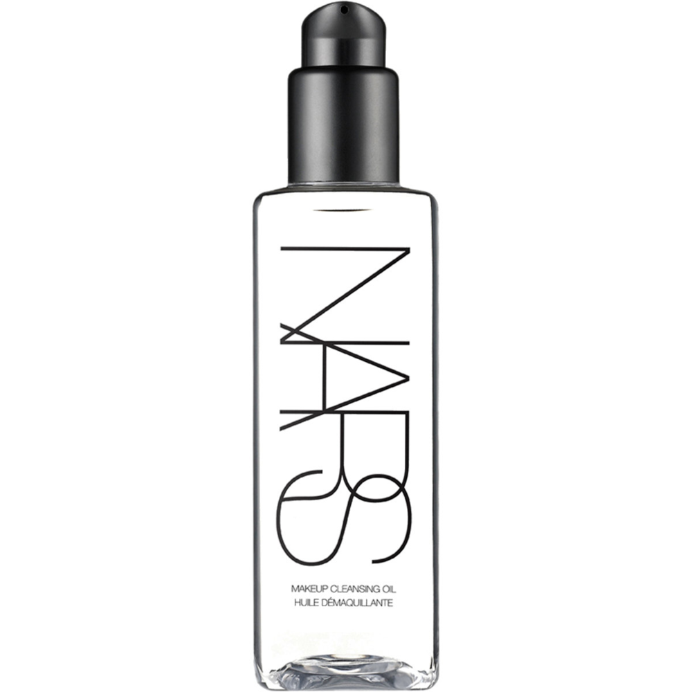 NARS Makeup Cleansing Oil uses a special technology which enables the oil to be used while the hands are wet or dry for a deep pore cleansing. Now that's what you call innovation!