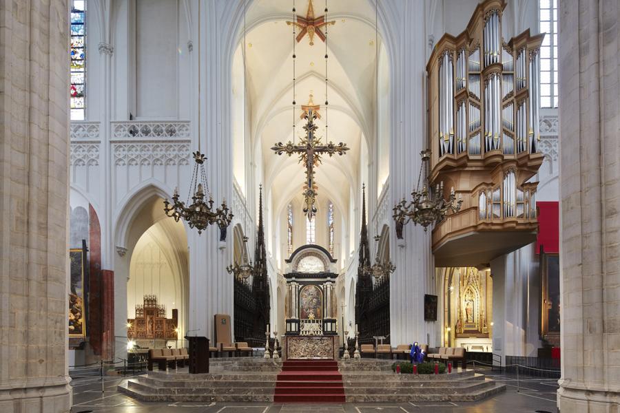 Liebfrauenkathedrale_ANTWERPEN_Altar.jpg