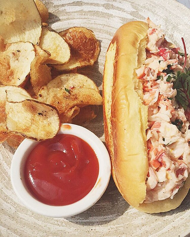 #throwbackthursday to being blessed by this delicious #lobsterroll from @catch ! #rooftop lunches for the WIN 💪🏾 It's okay to indulge, just make sure you work for it !  #eeeeeats #summer #byebyesummer #tbt #catchrestaurant #latergram #foodporn #food #foodie #nom #omnomnom #cantstopwontstop #grubshotsnyc