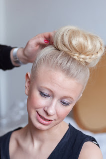 Sofia Ahlman skapar Ida till brud, klassisk håruppsättning.