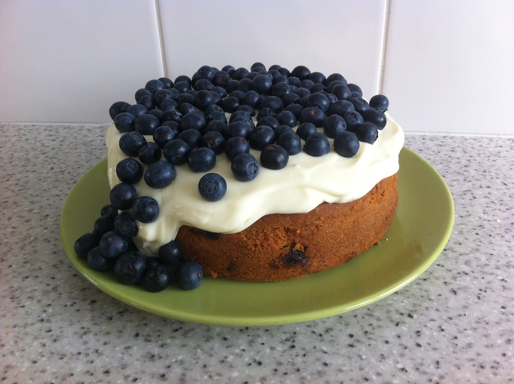Blueberry and sour cream cake with cheesecake topping