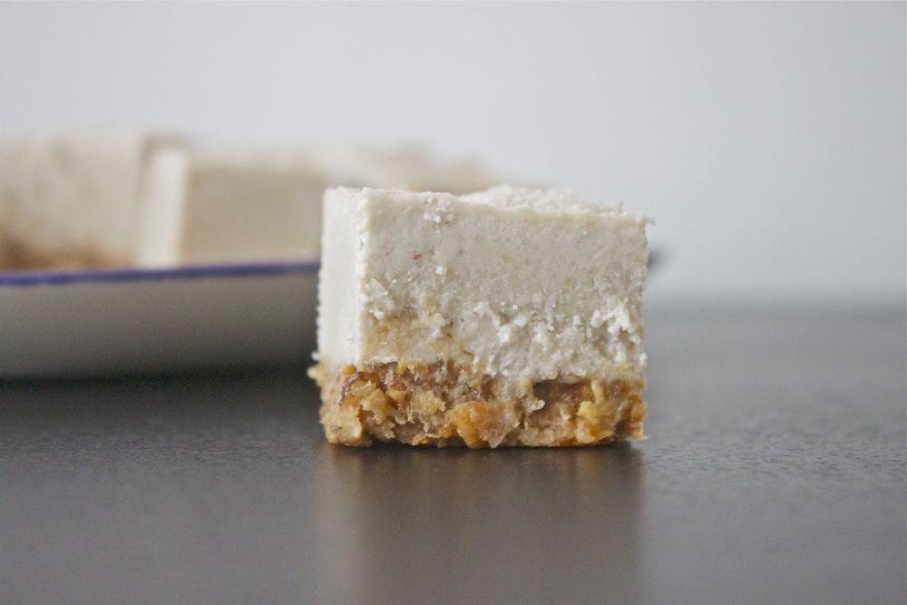 vegan maple spice cheesecake bars