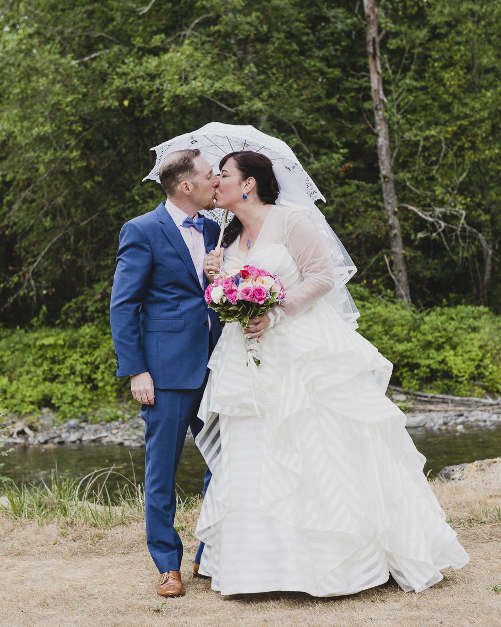 bride-groom-kiss.jpg