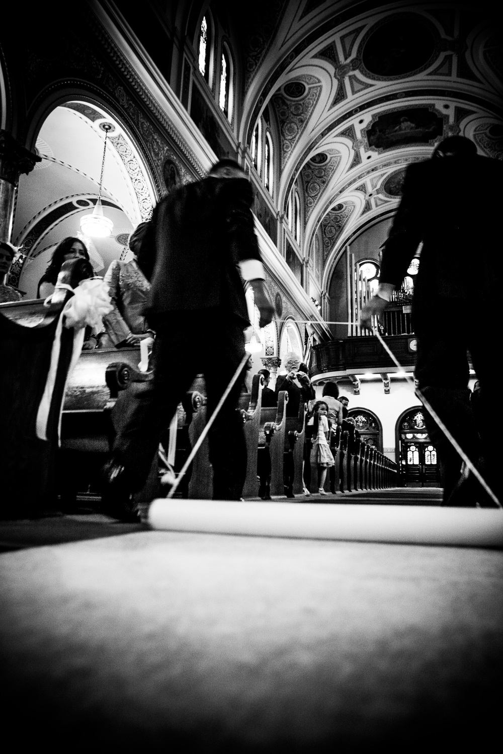 unrolling walkway at christ the king church by westchester wedding photographer