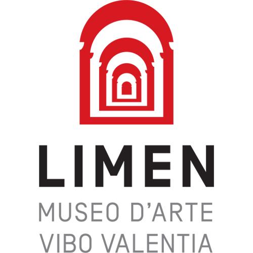 Nelle collezioni private e pubbliche - Opere di Massimo Scognamiglio sono presenti in collezioni private e pubbliche. L'ultima acquisizione da parte di un Museo è quella del Museo Limen di Vibo Valentia che ha acquisito un'opera del 2016