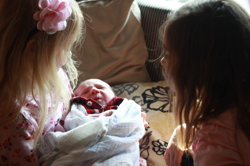 postpartum_doula_visit_cousins.jpg