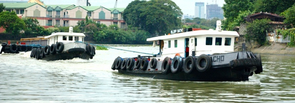 Tugboats help each other out in the Pasig River.  (Photo by Kian Vicera)