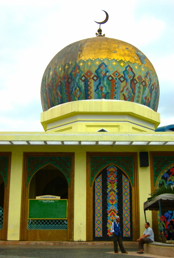 Quiapo's Golden Mosque is also Manila's largest.(Photo by Kian Vicera)