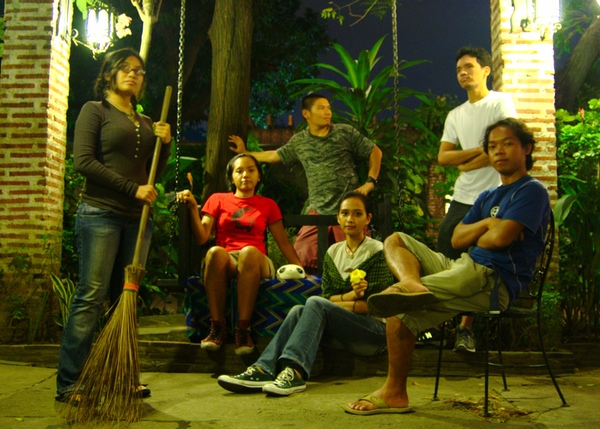 Ilustrado's courtyard takes travelers back in time.(Photo by Kian Vicera)