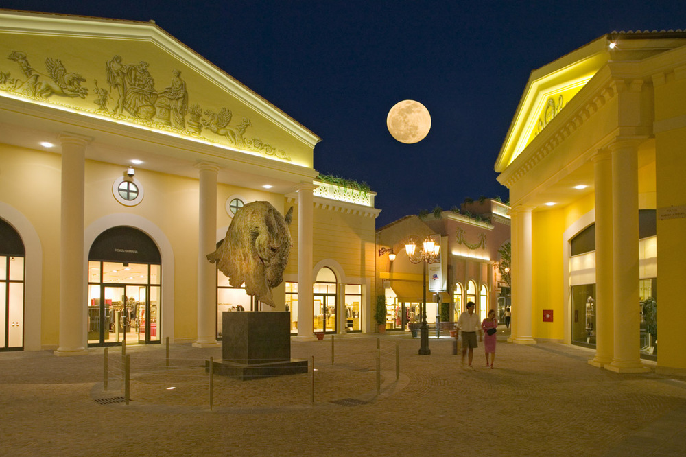 Designer Outlet di Castel Romano. (Source: www.magdus.fr. Photo by Michael Hart)