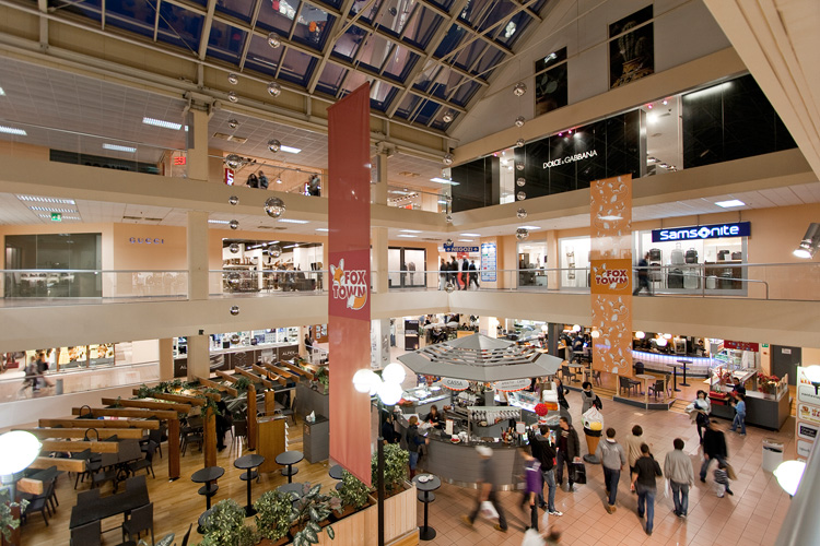 Foxtown Outlets, Menderiso (Source: www.pestalozzi-lugano.ch)