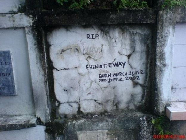 "Sign displays: ""R.I.P. Erenio. T. Eway. Burn: March 25, 1912. Died Sept. 2, 2002"""