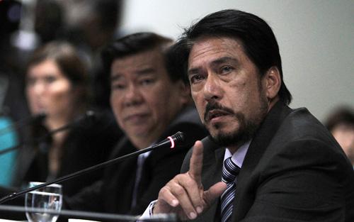 """Philippine Senator Vicente """"Tito"""" Sotto III argues against the Reproductive Health Bill (Source: www.senate.gov.ph Photo by Joseph Vidal)"""