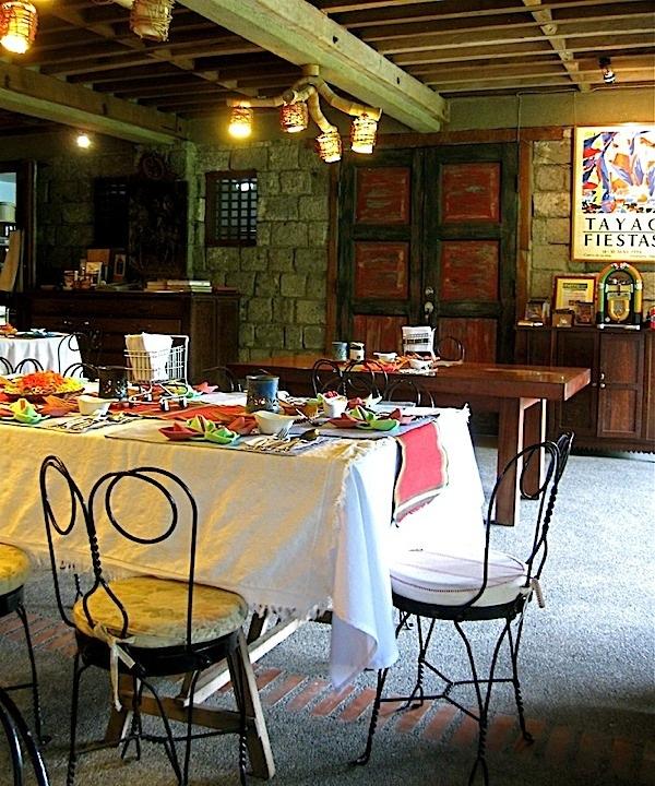 Bale Dutung Restaurant (Source: tanglednoodle.blogspot.com)
