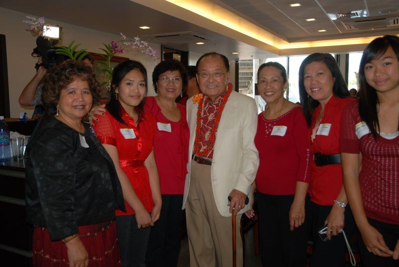 Senator Daniel Inouye (center) with the Filipino Community Center Banda Kawayan  (Photo courtesy of the Filipino Community Center)