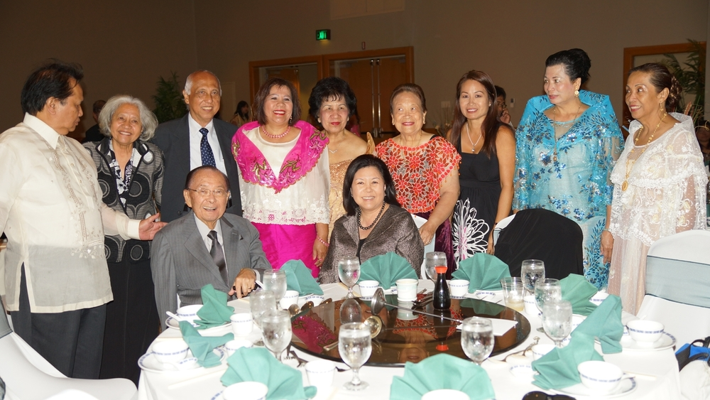 Senator Daniel Inouye (seated, left) at the United Filipino Council of Hawaii banquet  (Photo courtesy of the Filipino Community Center)