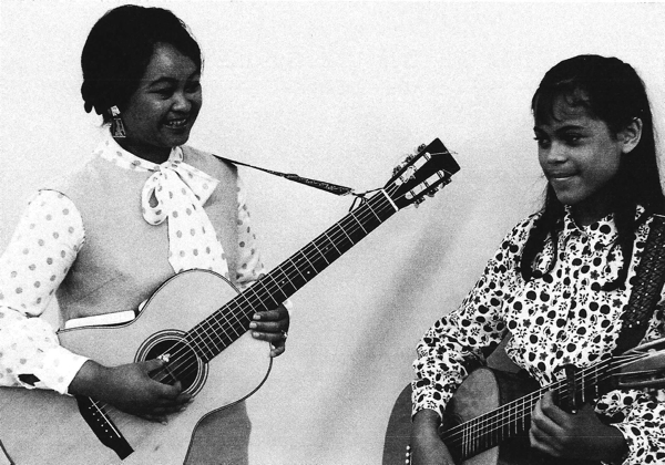 Vangie Buell (left) with daughter Nikki at the Berkeley Coop Hootenanny in 1965 (Photo courtesy of Evangeline Canonizado Buell)