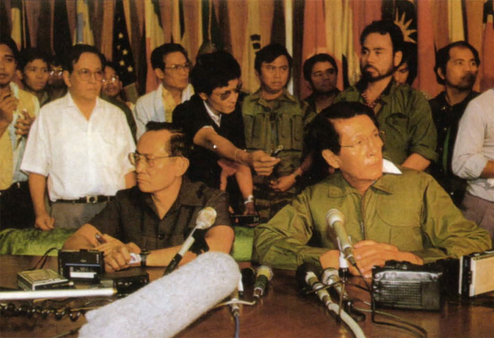 Minister of Defense Juan Ponce Enrile (right) and General Fidel Ramos announced their break from the Marcos administration in a press conference at the Ministry office in the evening of Saturday, Feb. 22, 1986. The move caught everyone by surprise.  (Photo by Peter Charlesworth)