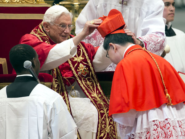 Archbishop Luis Antonio Tagle gets his cardinal's hat from Pope Benedict XVI on Novemberr 24, 2012.  (AP)