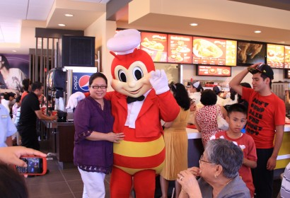 Taking a photo with the Jollibee mascot on the restaurant's opening day in Jersey City.  (Photo by Aurora Almendral)